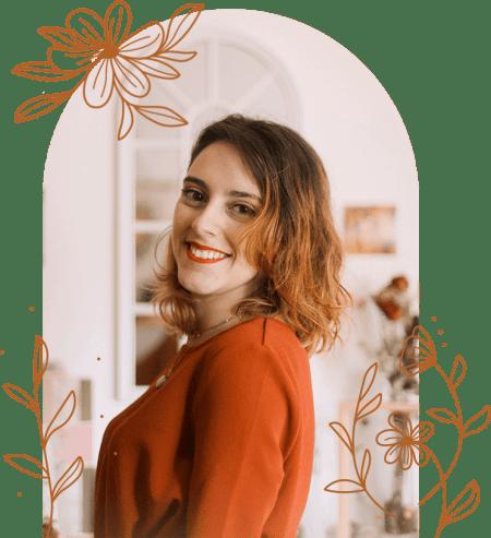 Portrait de Jade Latour, graphiste spécialiste en identité visuelle
